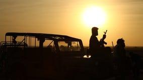 Força de segurança fronteiriça no deserto vídeos de arquivo