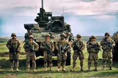 Forças armadas dos E.U. com rifle semiautomático Fotografia de Stock