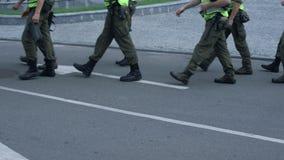 Forças armadas que mantêm a segurança pública no festival, prevenção do ataque terrorista vídeos de arquivo
