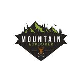 Forêt, aventure de montagne, cerf commun Hunter Badge Vector Logo Photos stock