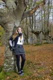 Forêt d'automne de fille Photographie stock