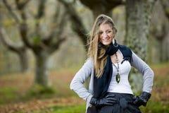 Forêt d'automne de fille Images libres de droits