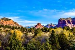 Forêt et montagnes dans Sedona, Arizona Photographie stock