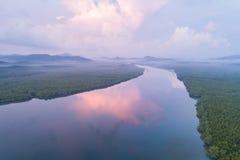 Forêt et rivière de palétuvier à la baie de Phang Nga du sud de la Thaïlande photographie stock