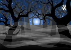 Forêt fantomatique foncée et pleine lune Images libres de droits