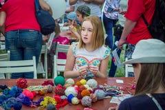 Fora atividade das crianças - oficina de confecção de malhas Foto de Stock Royalty Free
