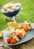 Fora BBQ fumado do tofu do verão em uma tabela imagens de stock