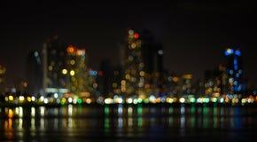 Fora da arquitetura da cidade da noite do sumário do foco fotografia de stock royalty free