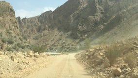 Fora da estrada em Wadi Al Albaeen em Omã filme