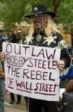 Fora da lei: ocupe o protestor fotos de stock