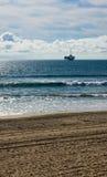 Fora da plataforma petrolífera da costa Imagem de Stock Royalty Free