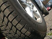 Fora da roda de carro da estrada Fotografia de Stock Royalty Free