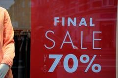 70% FORA DA VENDA NA LOJA DE SAINT TROPEZ Imagens de Stock Royalty Free
