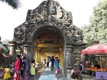 Fora do templo em Myanmar Fotos de Stock