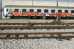Fora do trem da função coberto com os grafittis Foto de Stock Royalty Free