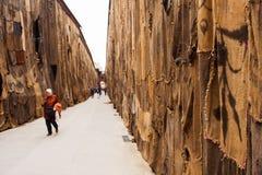 Fora dos limites por Ibrahim Mahama, Arsenale 56th Veneza bienal Foto de Stock