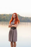 Fora retrato da mulher segura bonita com cabelo vermelho, co Fotografia de Stock Royalty Free