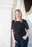 Fora retrato de uma mulher loura nova de sorriso Imagens de Stock Royalty Free