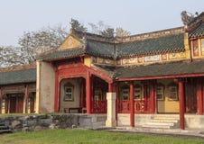 Forbidden City bak slotten av suverän harmoni, imperialistisk stad inom citadellen, ton, Vietnam royaltyfri foto