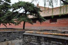 Forbidden City i Peking, Kina med dess typiska röda väggar Royaltyfria Bilder