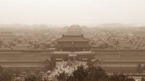 Forbidden City i Peking som beskådas från Jinshan, parkerar Royaltyfri Bild