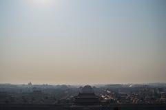 Forbidden City som ses från Jingshan, parkerar templet på en kulle, Peking, Kina Arkivbild