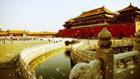 Forbidden City & vattenvallgravbro, Kina kungliga arkitektur i snö lager videofilmer