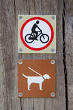 Forbidden to cycle an dog on a leash Royalty Free Stock Photos