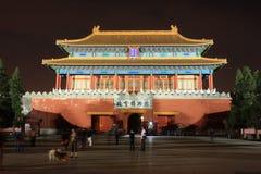 Forbiddenet City på natten: porten av Devine kunde Royaltyfria Bilder