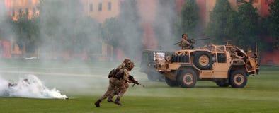 Force d'armée britannique pendant l'exposition militaire de démonstration Images libres de droits