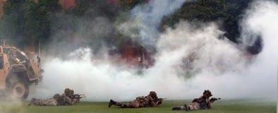 Force d'armée britannique pendant l'exposition militaire de démonstration Photos stock