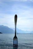 Forcella d'acciaio gigante in Geneve Lake, Svizzera Immagini Stock