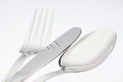Forcella d'argento con il coltello del cucchiaio isolato su fondo bianco Fotografie Stock