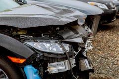 Forcerad olycka för bil på gatan, skadade bilar efter sammanstötning i stad Royaltyfri Bild