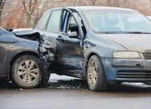 Forcerad sammanstötning för bil i stads- gata Royaltyfria Foton