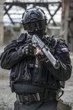 Forces spéciales russes s'exerçant à un au sol d'entraînement militaire image libre de droits