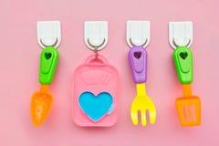 Forchetta e cucchiaio isolati su una priorità bassa dentellare Fotografia Stock Libera da Diritti