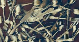 Forchette d'annata, cucchiai ed altri utensili Immagine Stock