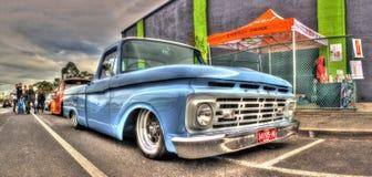 Ford bleu-clair prennent le camion Photographie stock