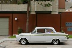 Ford Cortina Mark blanco y verde I en Lima Imágenes de archivo libres de regalías