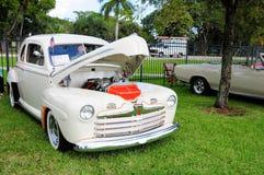 Ford Deluxe classico 1946 immagini stock