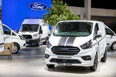Ford-Durchfahrt-Zoll Van stockfotos