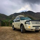 Ford Expedition EL. 11,990 FT Stock Images