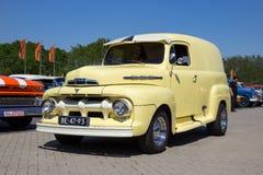 1951 Ford F1 bil Fotografering för Bildbyråer