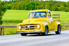 Ford F100 yellow 1953 Stock Images