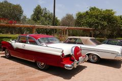 Ford Fairlane Crown Victoria Coupe zeigte in Lima Stockbild