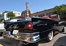Ford Fairlane 1957 på den Woodward kryssningen 2013 Royaltyfria Bilder