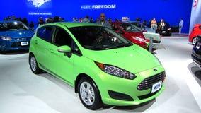 Ford Fiesta på den auto showen lager videofilmer