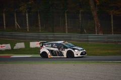 Ford Fiesta WRC samlar bilen på Monza Royaltyfri Foto