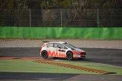 Ford Fiesta Zetec S samlar bilen på Monza Fotografering för Bildbyråer